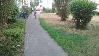Элина научилась ездить на велосипеде