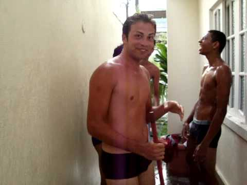 Meninos tomando banho.MPG from YouTube · Duration:  1 minutes 20 seconds