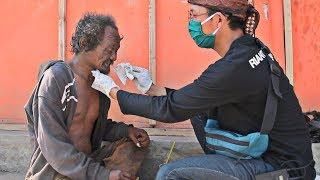 Download Video Cukur Bersihin Orang Gila Lucu Dia Bilang Pingin Mirip Ariel Noah MP3 3GP MP4
