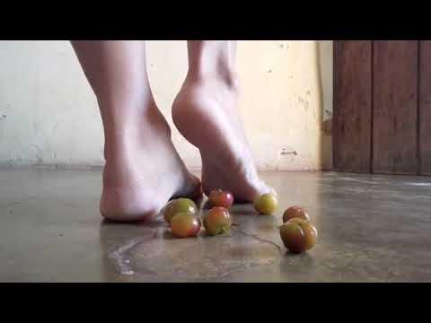feet Barefoot fetish women crush