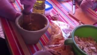 Haciendo ajos y gazpacho de mero
