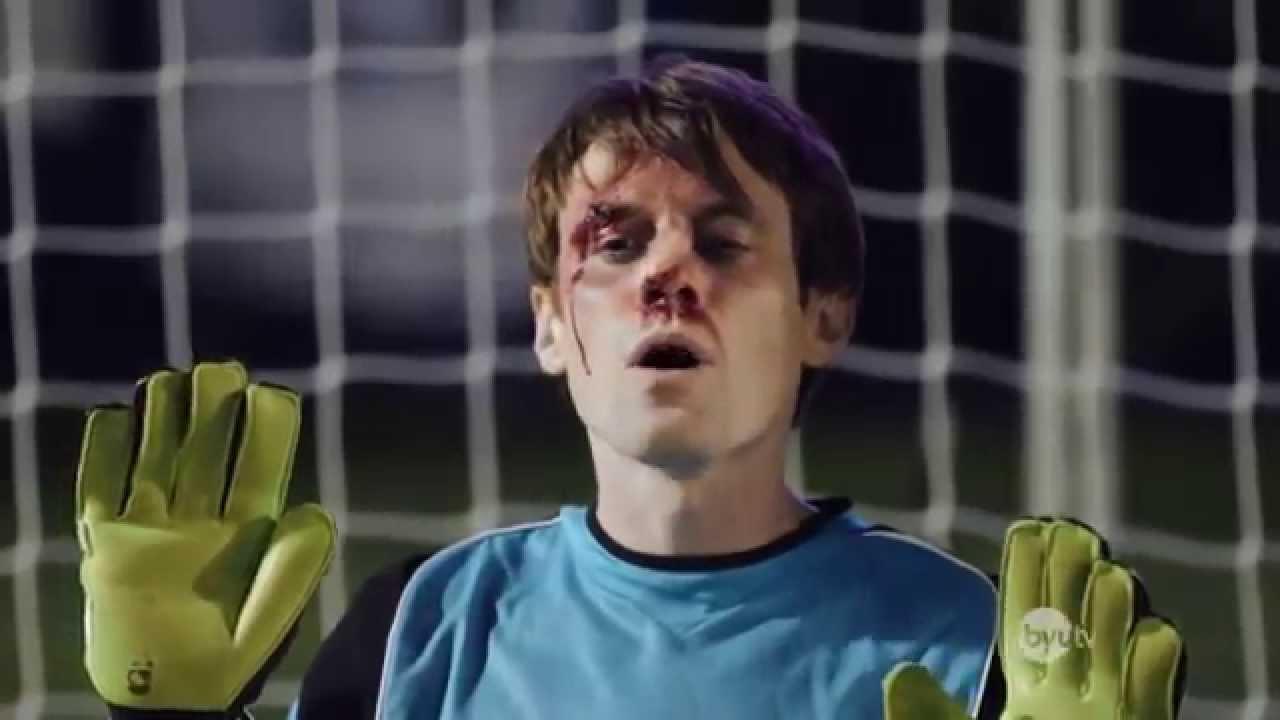 Hài bóng đá – Thủ môn ăn đủ 5 quả sút phạt đền vào mặt