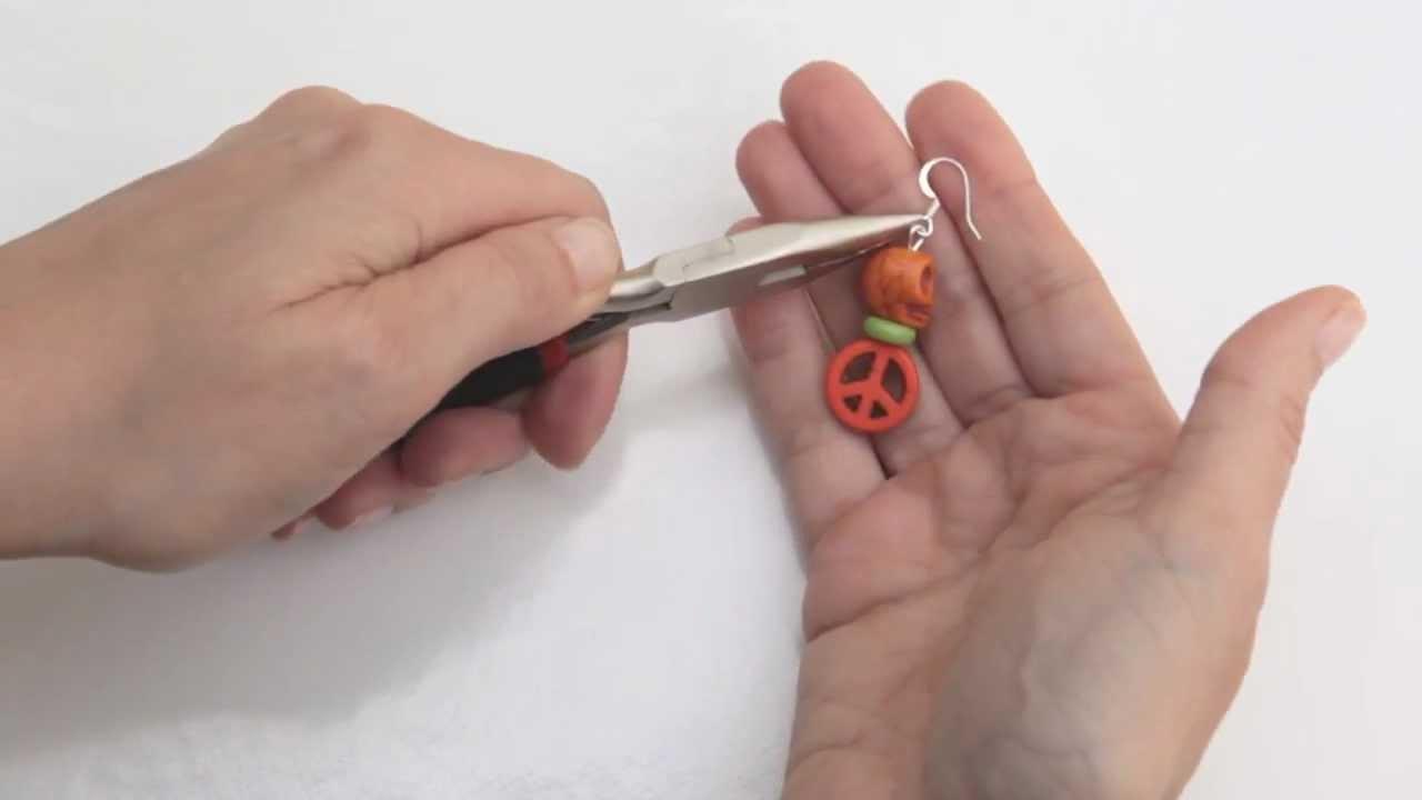 comment faire une boucle sur une tige en m tal par autour des perles youtube. Black Bedroom Furniture Sets. Home Design Ideas