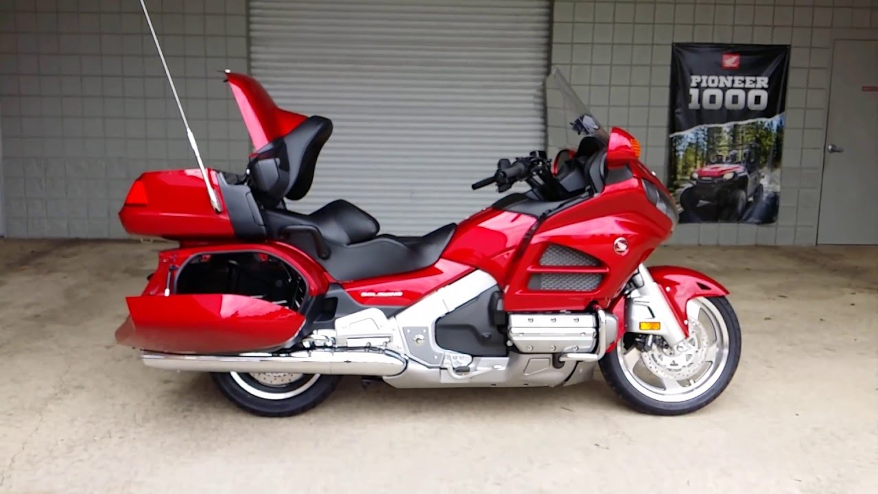 2016 honda gold wing walk around video candy red gl1800. Black Bedroom Furniture Sets. Home Design Ideas
