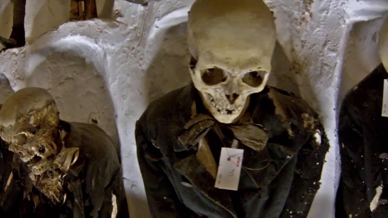 Dans les catacombes de paris - 1 4