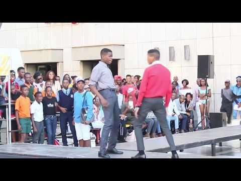 Limpopo boy takes on School Kids [Bujwa Dance Battle]