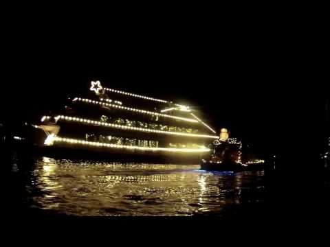 SUP: Seattle Christmas Ships Parade