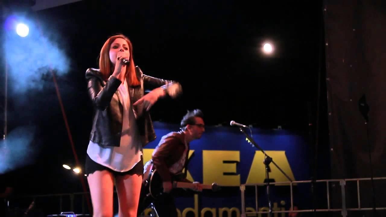 Annalisa scarrone live porta di roma youtube for Affitto roma porta di roma
