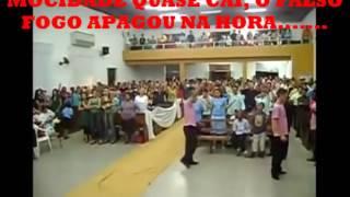 Na Igreja Deus é Amor jovem recebe Espírito de danças da umbanda
