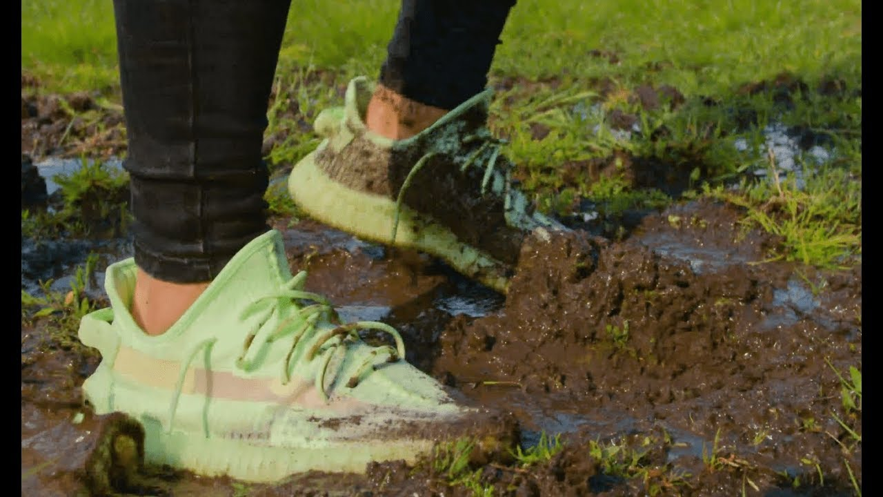 YEEZY 350 V2 GLOW IN MUD - Crep Protect