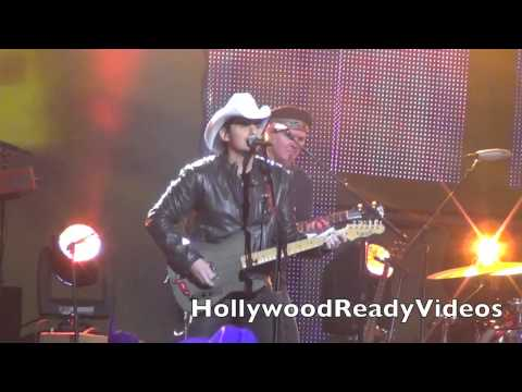 Brad Paisley Performs Southern Comfort Zone at Kimmel 2013