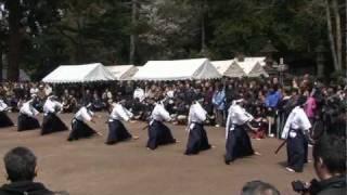 福島県会津若松市飯盛山にある、白虎隊士の墓前で執り行われた慰霊祭で...
