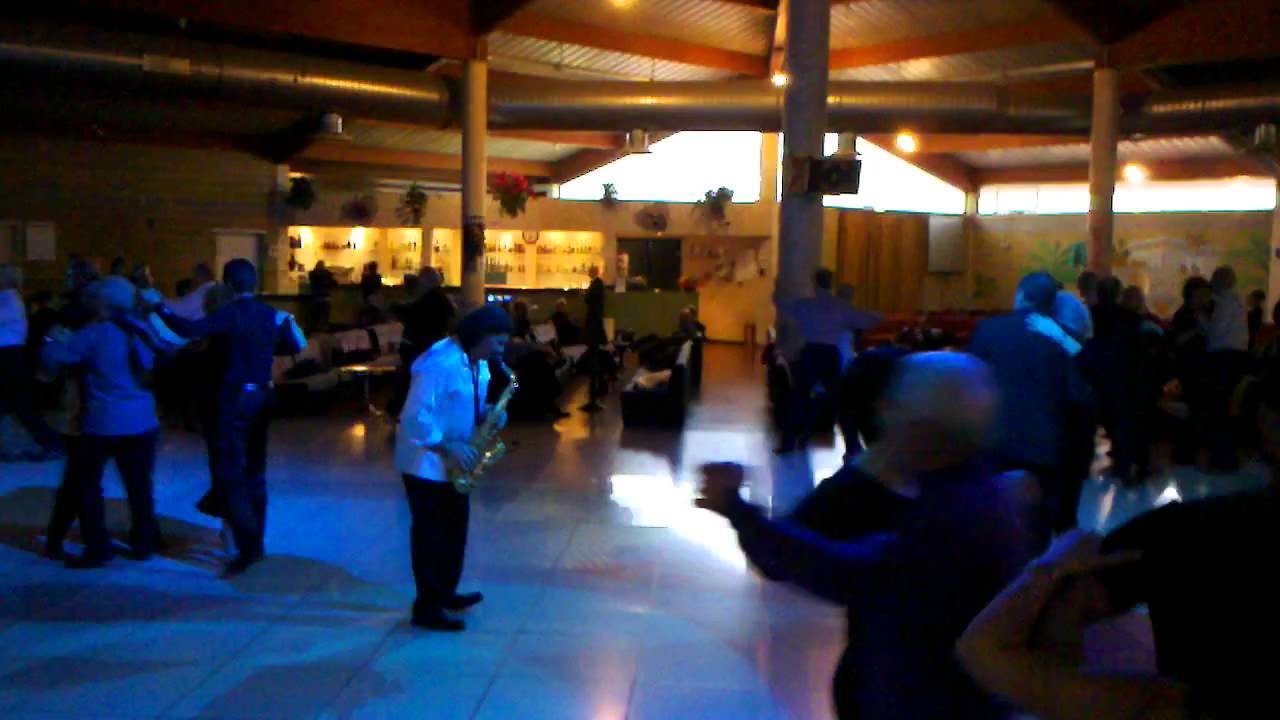 Punto e Virgola Band - Dancing Le Terrazze - 2 di 2 - YouTube