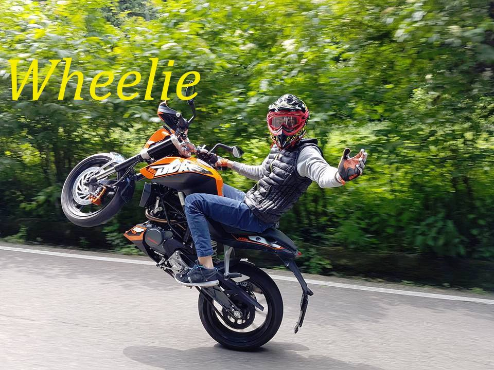 ktm duke 125 akrapovic wheelie sound check youtube. Black Bedroom Furniture Sets. Home Design Ideas
