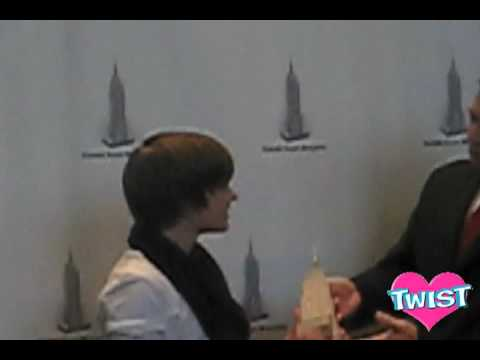 Justin Bieber & TWIST at the Empire State Building!