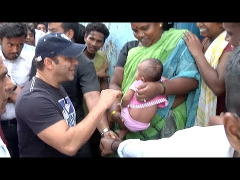 Salman Khan's Adorable Reaction When He Met A Slum Kid