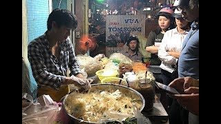 Bánh tráng trộn mang phong cách nghệ sĩ duy nhất ở Sài Gòn khiến triệu người mê