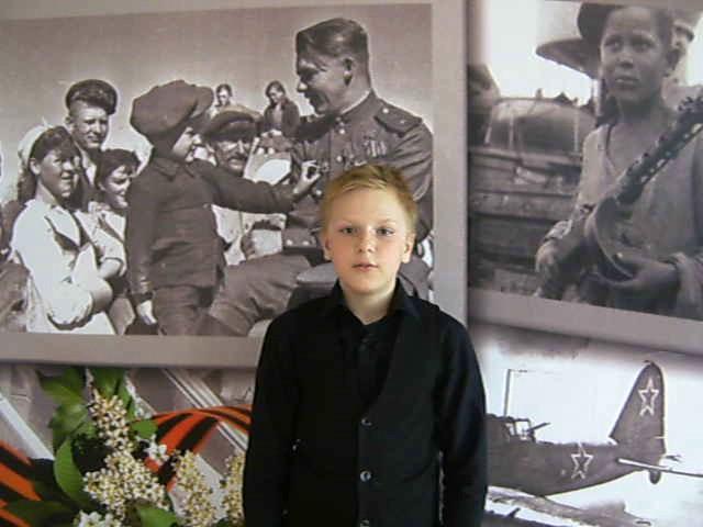 Изображение предпросмотра прочтения – ДмитрийХайруллин читает произведение «День Победы» В.А.Степанова
