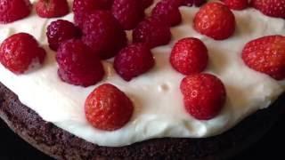Американский шоколадный торт со сливочным кремом
