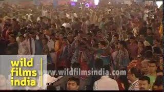 Arvind Vegda sings Bollywood songs : Navratri festival in Gujarat