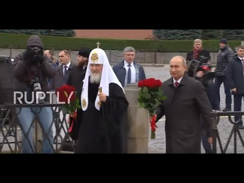 Russia: Putin and Patriarch Kirill lay flowers at Red Square on Unity Day