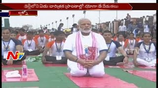 PM Narendra Modi Performs Yoga in Lucknow    International Yoga Day    NTV