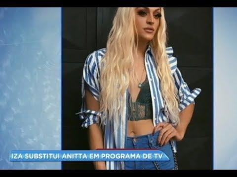 Hora da Venenosa: cantora Iza substitui Pabllo Vittar em programa de televisão
