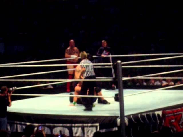 Big show vs jhon cena_Part.2 Gira WWE RAW World Tour España 2012 VALENCIA Videos De Viajes