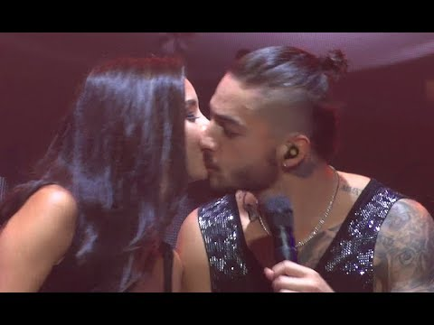 Maluma Besa Una Fan / Kisses BEAUTIFUL Fan On Stage (World Tour - Amsterdam, Afas Live 28.09)