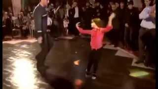 девочки учитесь как правильно надо танцевать лезгинку девушкам