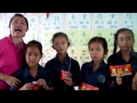 ภาษาจีน-ครูจิน048 นักเรียนที่ชนะการประกวดวาดภาพกระต่ายแข่งกับเต่า งานตรุษจีนปี 58