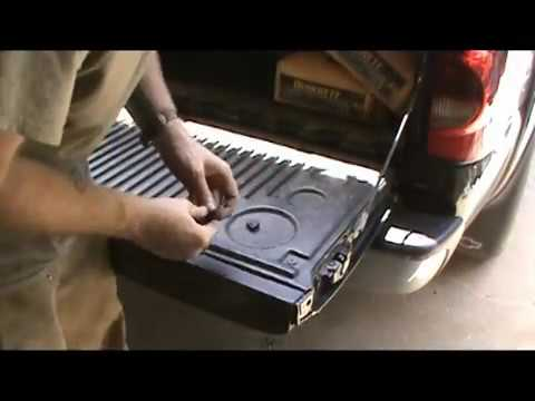 2006 Chevy Tailgate She Latches Fine Now Youtube