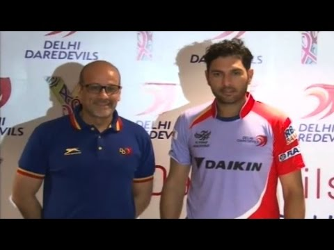 Yuvraj Singh spreads cancer awareness during IPL match