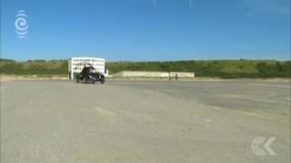 أغرب من الخيال...سيارة طائرة تعبر القنال الإنجليزي (فيديو)