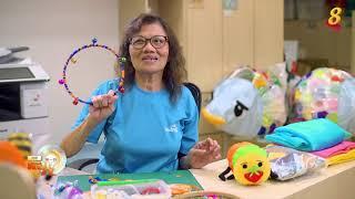 晨光|快乐银发族:老妇热爱教育与幼儿 巧思制作手工玩具