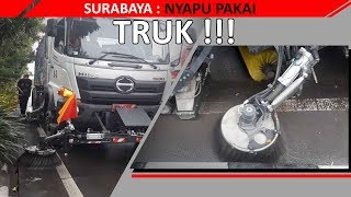Kreasi Baru Bu Risma Walikota Surabaya: Nyapu Pakai Truk!!!
