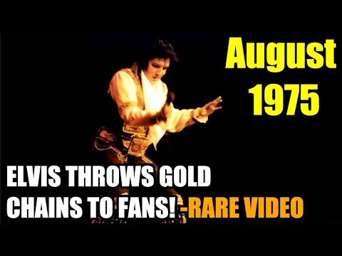 ELVIS THROWS GOLD CHAINS TO FANS- VEGAS 1975. Chains from his belt given away as souvenirs... music