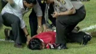 Suporter Masuk Lapangan indonesia vs Oman