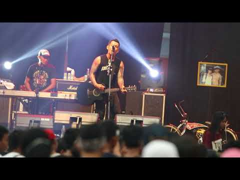 Superman is dead - water not war perform at Gor Diponegoro Sragen