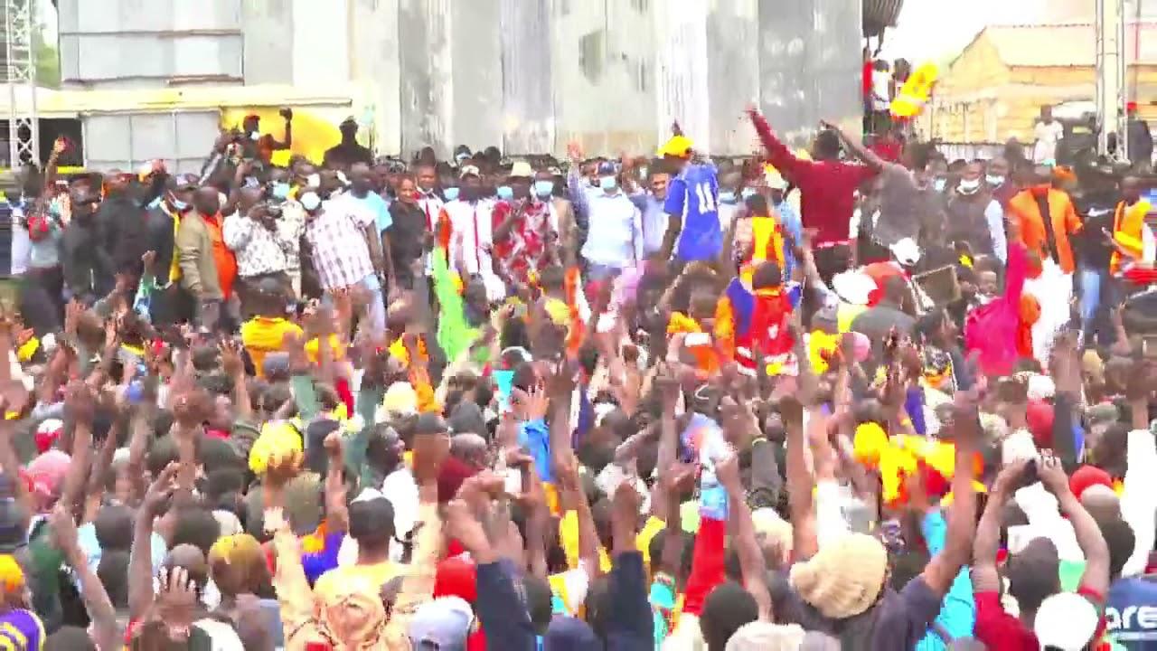 Download 'HATUTAKI WHEELBARROW...!' NAIROBI YOUTHS CHANT AS RAILA ADDRESSES THEM!!