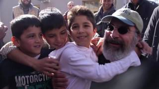 Mandy Patinkin Bears Witness To The Refugee Crisis In Europe