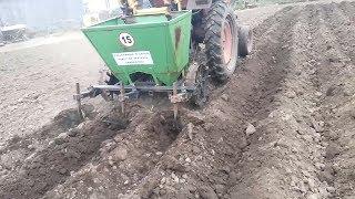 Посадка картофеля трактором Т 25  Двухрядная картофелесажалка BOMET
