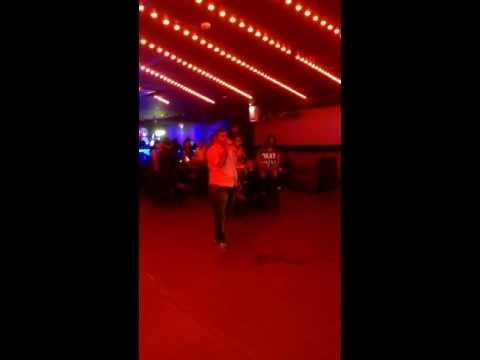 "Singing ""kuch toh log kahenge"" at No Limits lounge-Bollywood karaoke Bangalore"