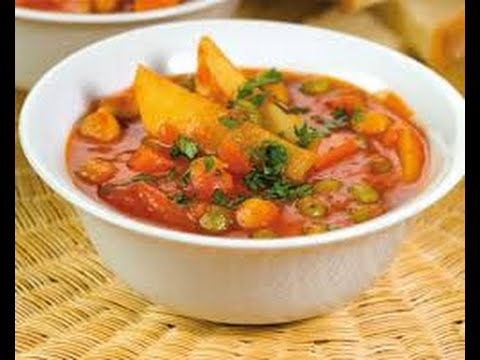 Ricetta autunnale minestra rossa di ceci e patate,Recipe autumn red soup of chickpeas and potatoes,