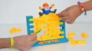 TotoyKids jugando a No Dejes Caer el Muro Niños contra Niñas!!! Quién Crees que Ganará???