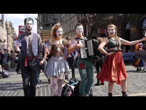 Street Theatre on Royal Mile during Edinburgh Festival Fringe in 2015