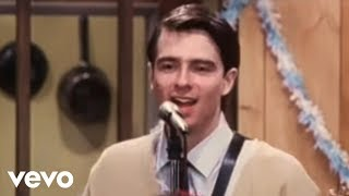 Music video by Weezer performing Buddy Holly. (C) 1994 Geffen Records.