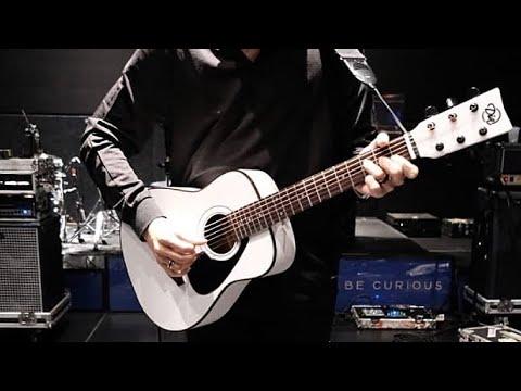 Dia Anji Lirik dan Chord Kunci gitar - Anji Dia