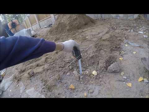 Выравнивание поверхности грунта под бетонную площадку с уклоном