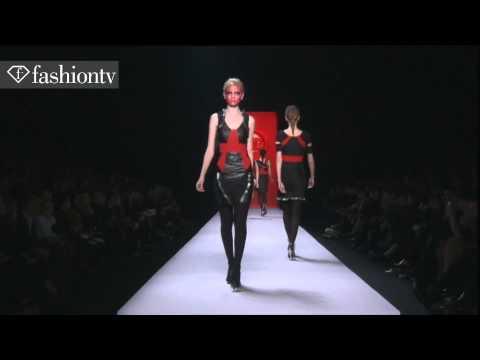 Fashiontv | Viktor & Rolf Fashion Show Fall 2011 Paris Fashion Week | fashiontv - FTV.com